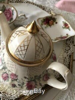Beautiful Rare Vintage Sadler Carousel Teapot Pink Roses
